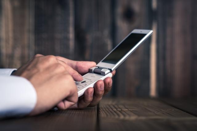 法人携帯でおすすめのガラケーのプランと会社別の特徴